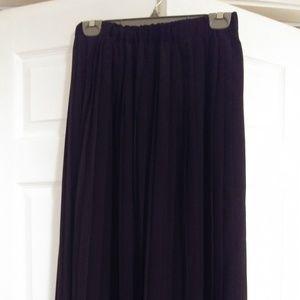 Long maxi black skirt!